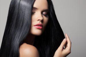 woman wth long healthy black hair